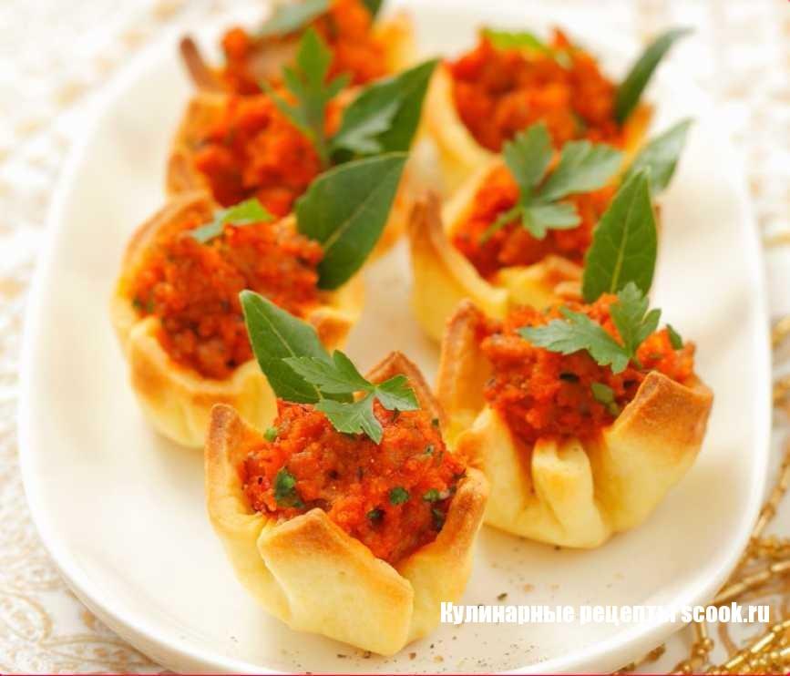 Закусочные корзиночки с соусом «Болоньезе»