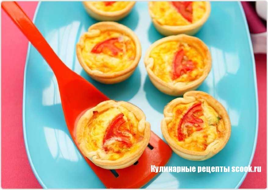 Мини-киш с сыром и помидорами