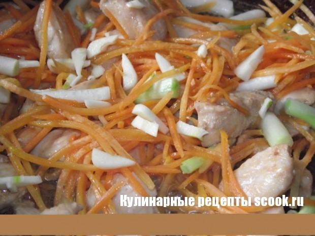 Макароны с овощами и курицей по-китайски