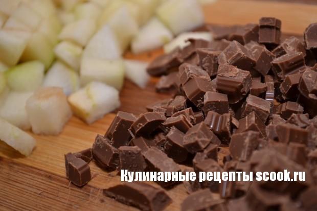 Кекс с грушей и шоколадом
