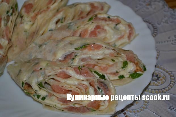 красивый салат с слабосоленой семгой