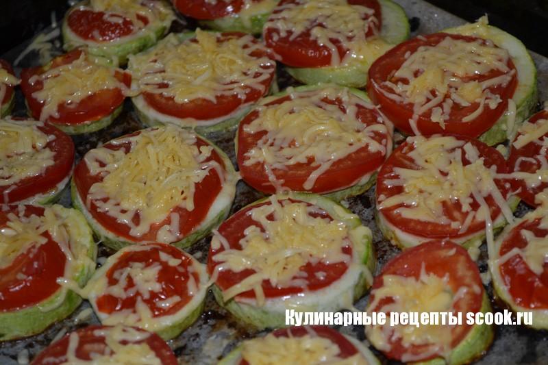 Рецепт кабачки с помидором и сыром в духовке