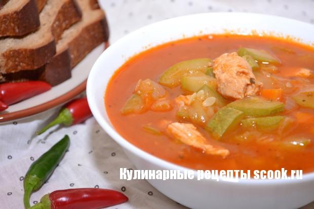 Томатный суп из курицы и кабачков