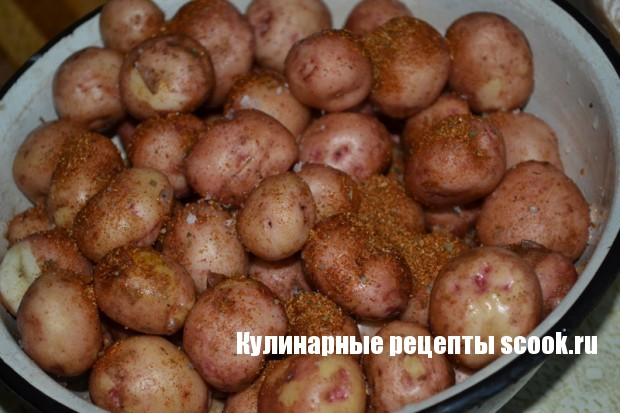 Молодая картошка  запеченая в духовке