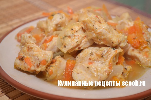 Куриное филе с морковкой и луком на пару