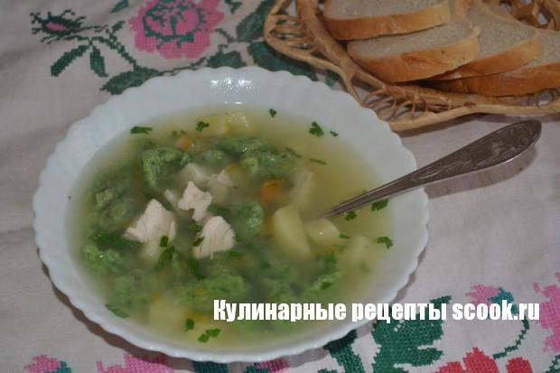 Суп с клецками из шпината