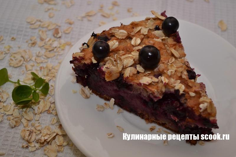 Пирог из овсянки с черной смородиной