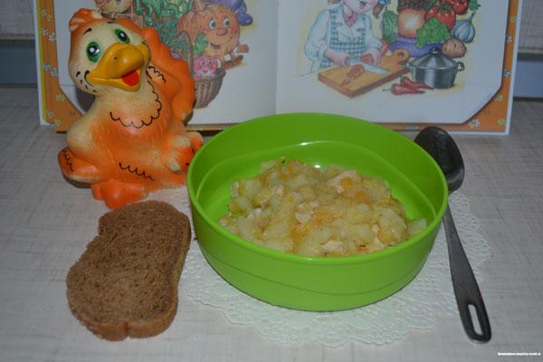Тушёные капуста и картофель с куриной грудкой