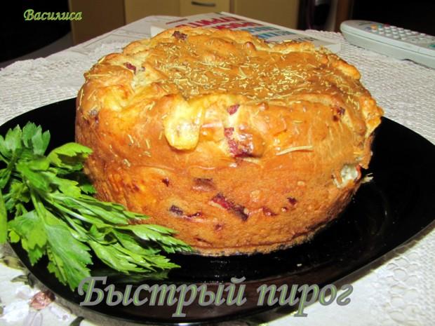 Быстрый пирог с колбасой и сыром