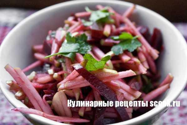 Салат с сельдереем и свеклой